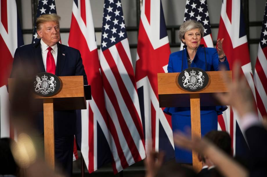 A primeira-ministra britânica Theresa May e o presidente dos EUA, Donald Trump, participam de uma coletiva em Londres - 04/06/2019