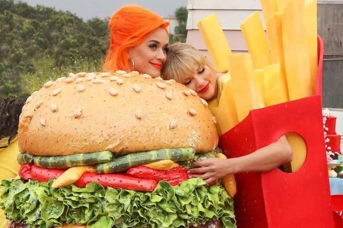 Katy Perry e Taylor Swift nos bastidores da gravação do clipe 'You Need to Calm Down'