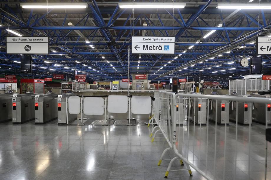 Estação de metrô na Barra Funda fechada durante greve geral contra a reforma da Previdência, zona oeste de São Paulo - 14/06/2019