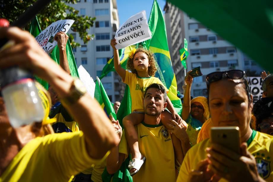 Criança exibe cartaz durante protesto a favor do ministro Sergio Moro, no Rio de Janeiro (RJ) - 30/06/2019