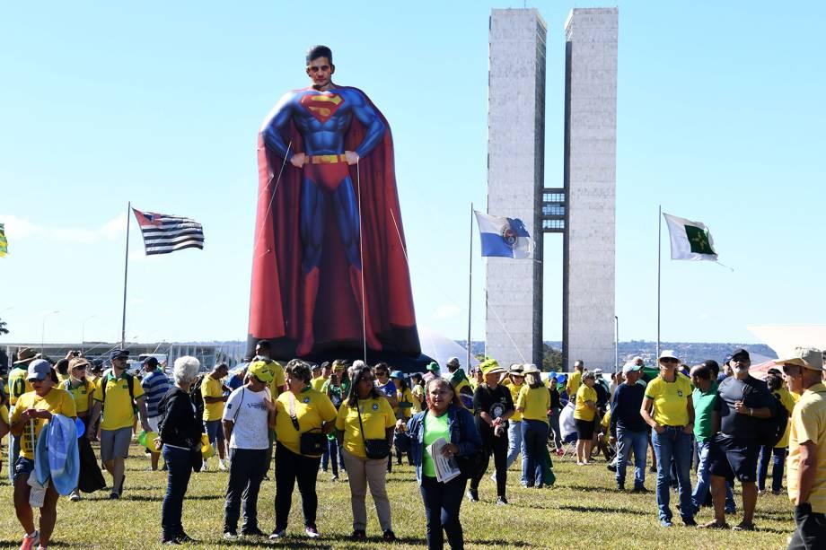Pixuleco do ministro da Justiça e da Segurança Pública,  Sergio Moro, é erguido durante protesto realizado em Brasília (DF) - 30/06/2019