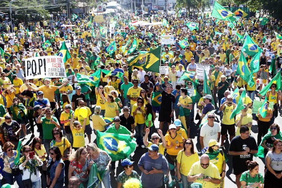 Apoiadores do presidente Jair Bolsonaro (PSL) fazem manifestação  na Avenida Norte-Sul, em Campinas (SP) - 30/06/2019