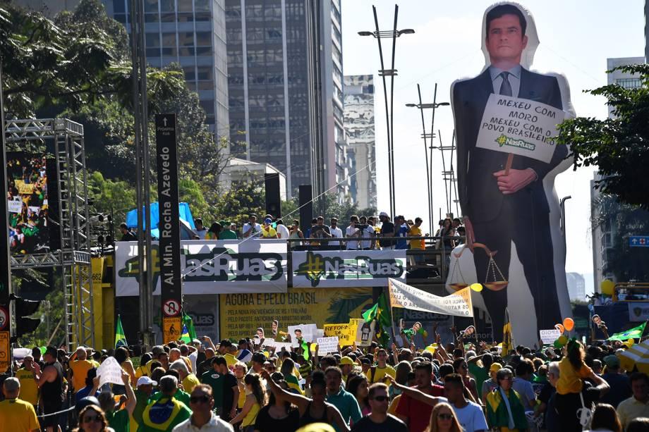 Pixuleco do ministro Sergio Moro é erguido na Avenida Paulista - 30/06/2019