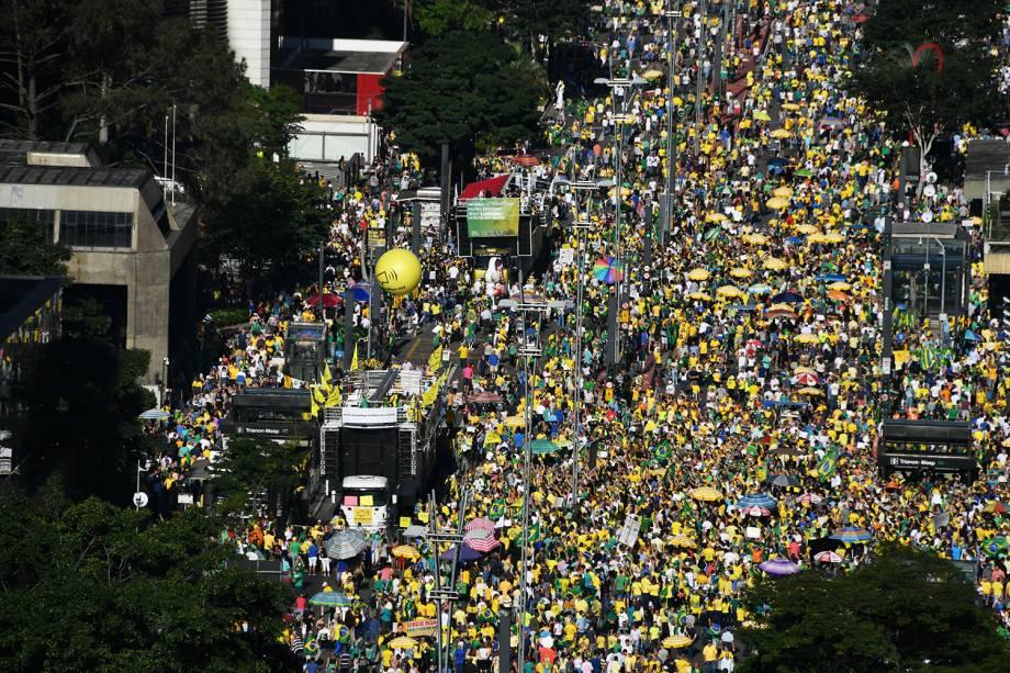 Vista aérea mostra manifestantes na Avenida Paulista, em São Paulo (SP), durante protesto em apoio ao ministro Sergio Moro - 30/06/2019
