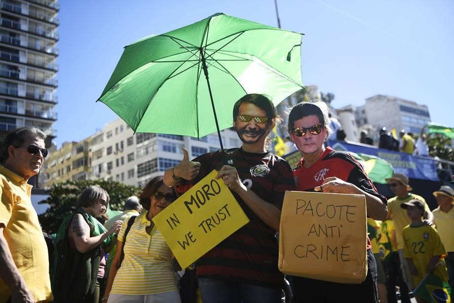 Manifestantes usam máscaras de Jair Bolsonaro e Sergio Moro, durante protesto realizado no Rio de Janeiro (RJ) - 30/06/2019