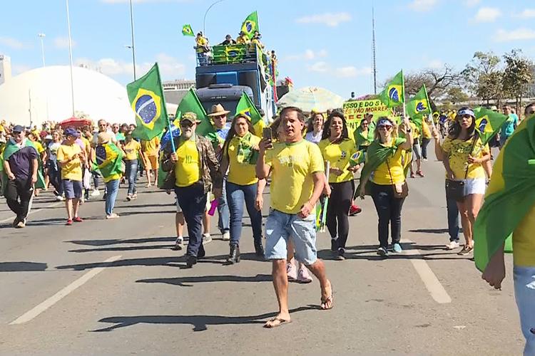 Manifestantes participam de ato em apoio ao ministro da Justiça e da Segurança Pública, Sergio Moro, em em Brasília (DF) - 30/06/2019