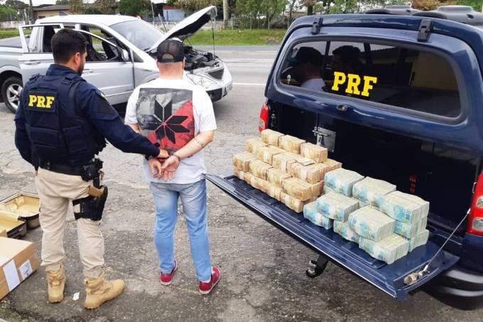 Homem é preso em rodovia de SP com R$ 2,5 milhões escondidos em picape