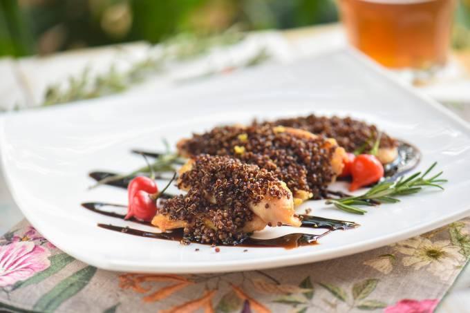 Filé de frango com crosta de quinoa –  Esquinica – Campinas