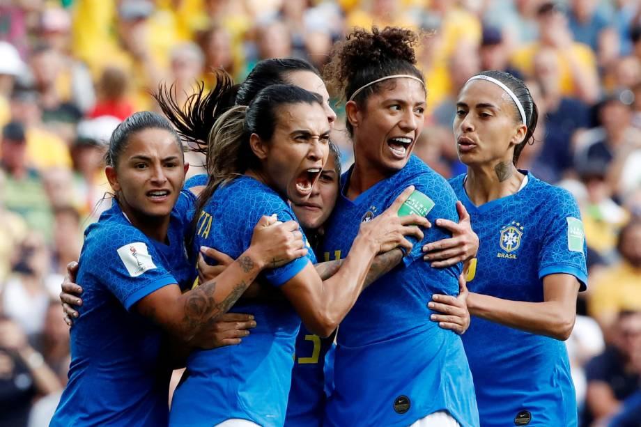 Jogadoras da seleção comemoram o gol de Marta na partida contra a Austrália no Stade de La Mosson, em Montpellier, França - 13/06/2019