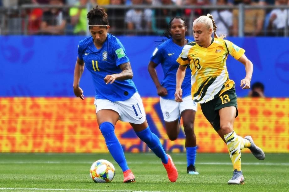 Cristiane, jogadora da Seleção Brasileira, disputa lance com Tameka Yallop, da Austrália, durante partida válida pelo grupo C da Copa do Mundo - 13/06/2019