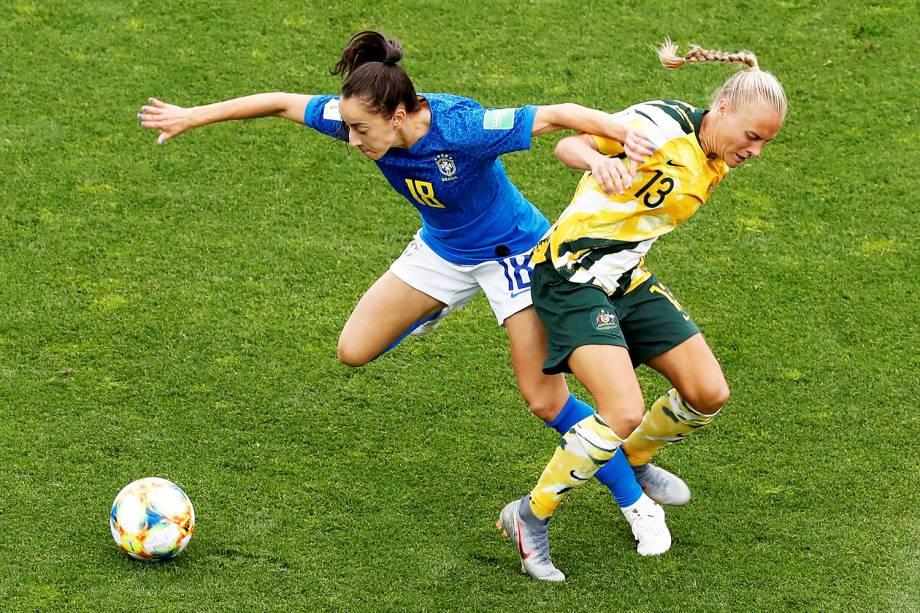 Luana, jogadora da Seleção Brasileira, disputa lance com Tameka Yallop, da Austrália, durante partida válida pelo grupo C da Copa do Mundo, realizada no Stade de La Mosson, em Montpellier, França  - 13/06/2019