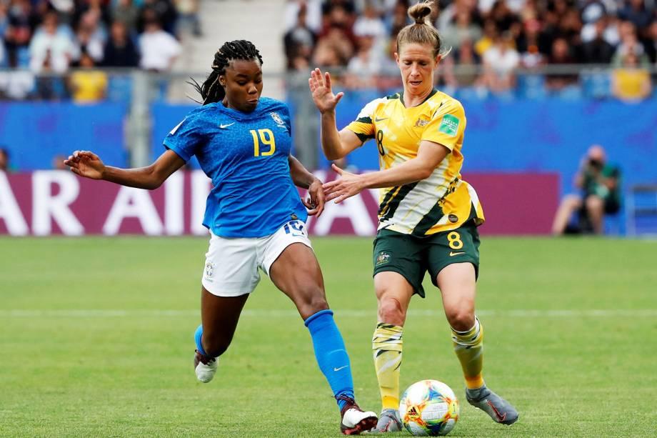 Ludmila disputa bola com Elise Kellond-Knight durante partida entre Brasil e Austrália, válida pela fase de grupos da Copa do Mundo - 13/06/2019