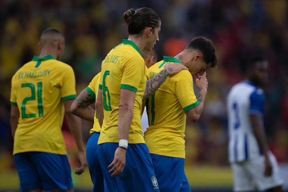 Philippe Coutinho comemora após marcar no amistoso contra Honduras, em Porto Alegre