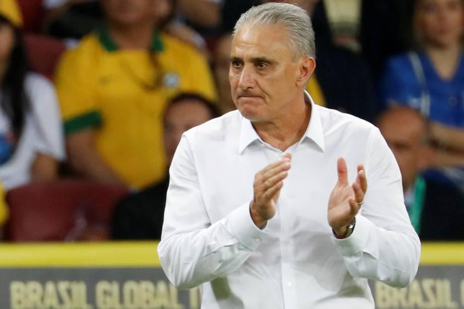 O técnico Tite durante amistoso contra Honduras, no estádio Beira Rio em Porto Alegre