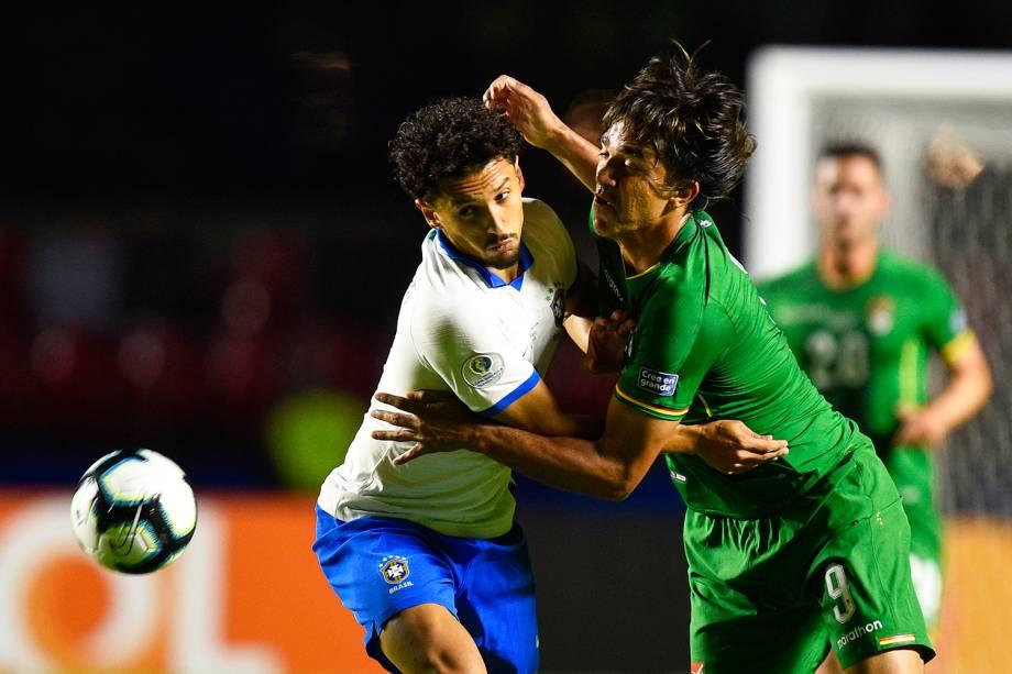 Marquinhos disputa lance com Marcelo Martins,durante partida entre Brasil e Bolívia, válida pela Copa América - 14/06/2019