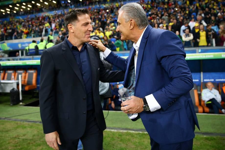 Tite e Eduardo Berizzo, técnicos do Brasil e do Paraguai, se cumprimentam antes de partida válida pelas quartas de final da Copa América - 27/06/2019