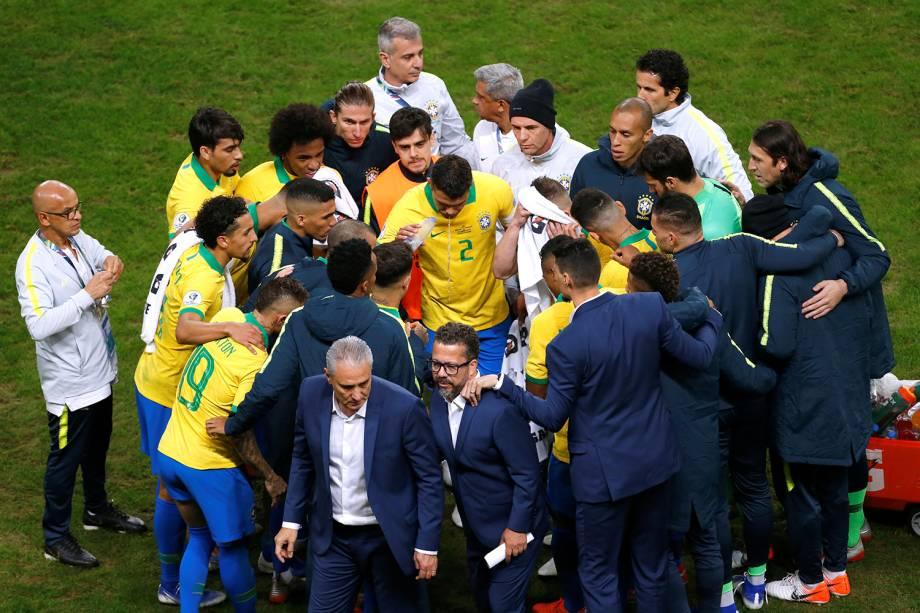 Jogadores da Seleção Brasileira e comissão técnica se reúnem antes da cobrança das penalidades máximas contra o Paraguai - 27/06/2019