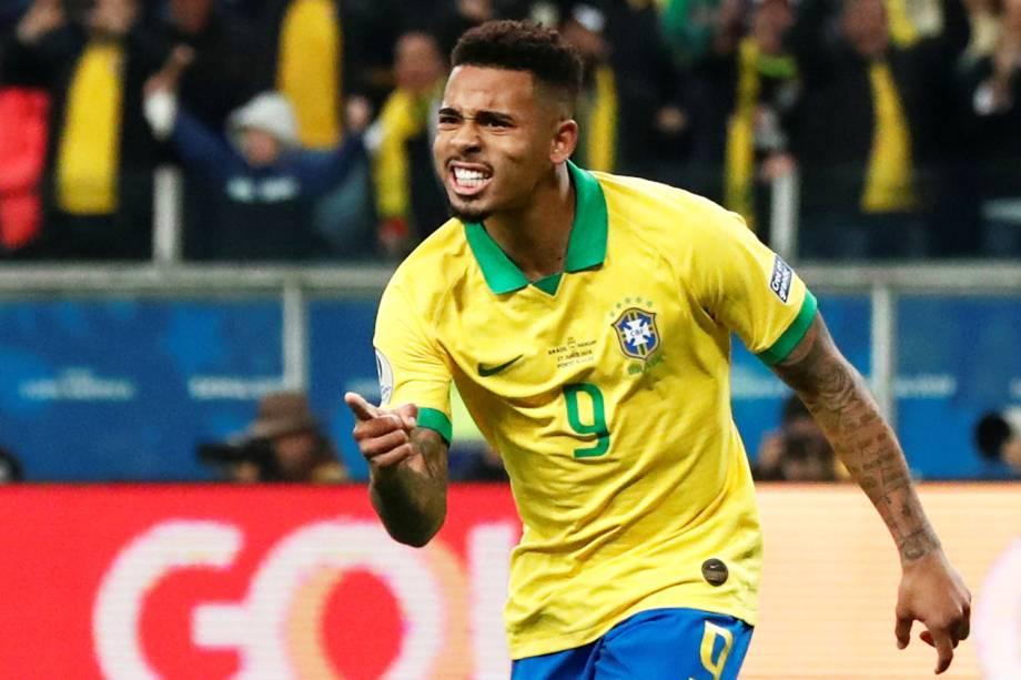 Gabriel Jesus comemora após marcar gol nas penalidades máximas durante partida contra o Paraguai - 27/06/2019