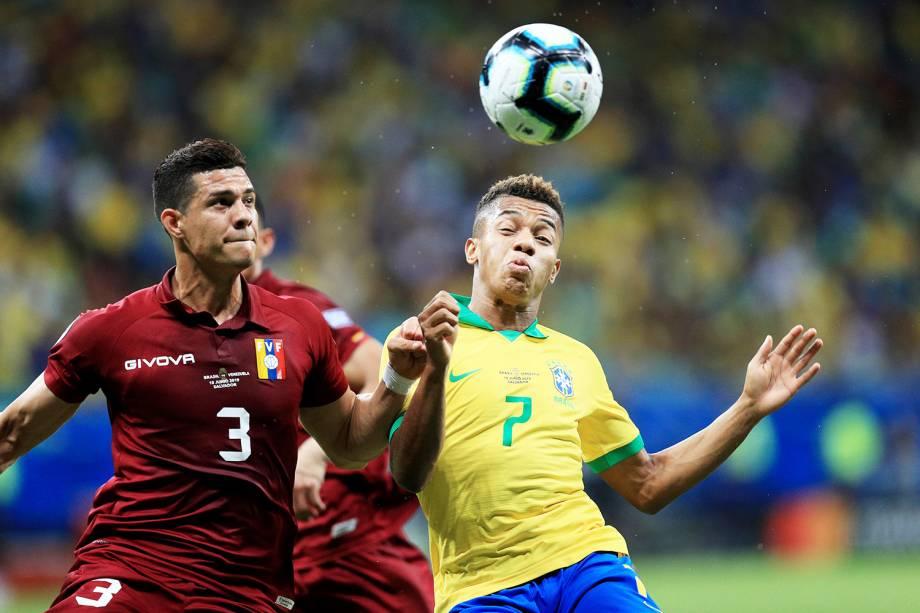 David Neres disputa lance com Yordan Osorio, durante partida entre Brasil e Venezuela, válida pela segunda rodada do grupo A da Copa América, realizada na Arena Fonte Nova, em Salvador (BA) - 18/06/2019