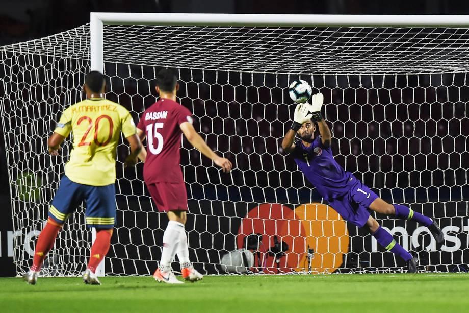 Saad Alsheeb, goleiro do Catar, espalma bola durante partida contra a Colômbia, válida pela fase de grupos da Copa América, realizada no Estádio do Morumbi, em São Paulo (SP) - 19/06/2019