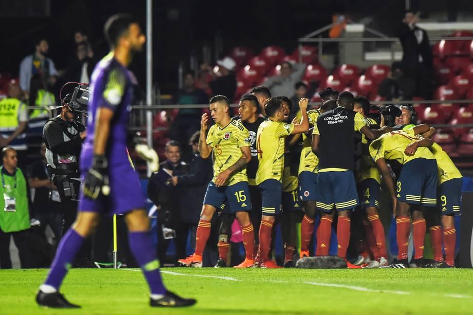 Jogadores da Colômbia comemoram após Duvan Zapata marcar gol durante partida entre Colômbia e Catar, válida pela Copa América - 19/06/2019