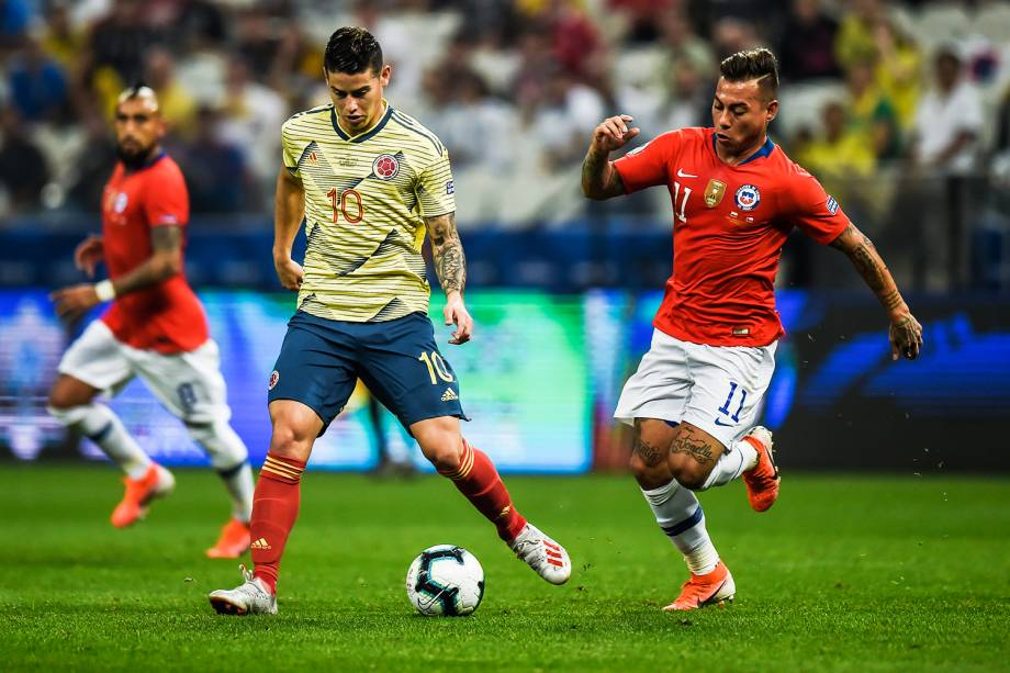James Rodríguez e Eduardo Vargas, durante partida entre Colômbia e Chile, válida pela Copa América - 28/06/2019