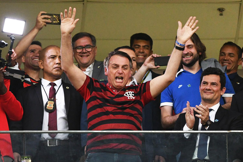 Bolsonaro vai a jogo do Flamengo em Brasília ao lado de Moro | VEJA