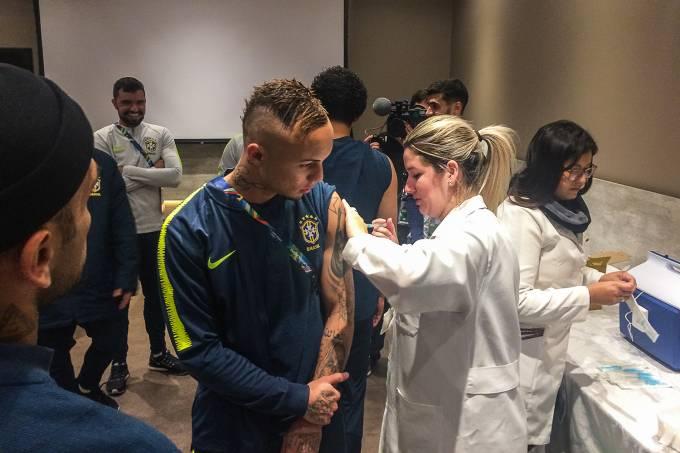 Imunização de atletas da Seleção Brasileira contra a caxumba