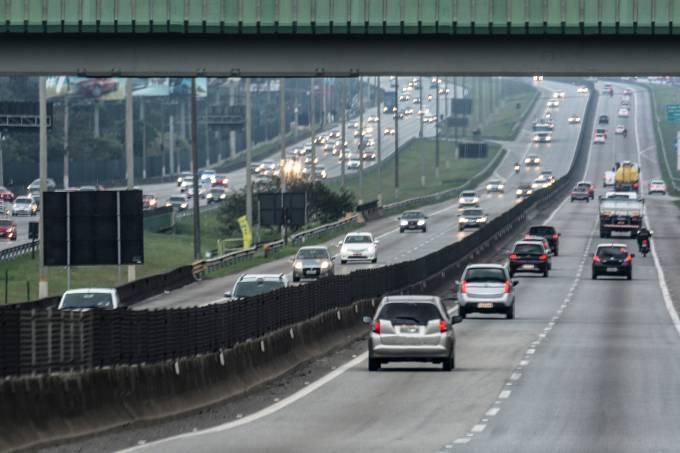 Tráfego de veículos na Rodovia Anchieta em São Paulo