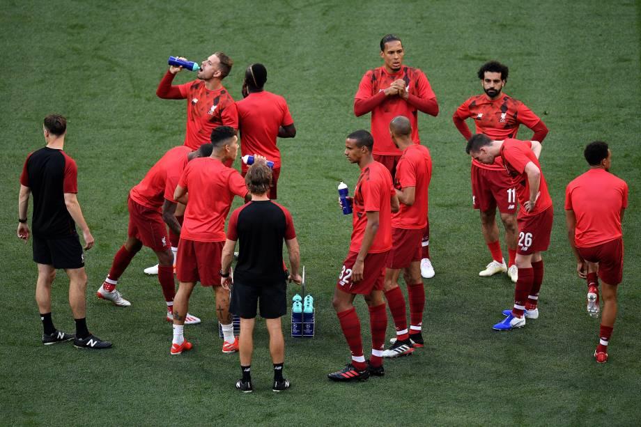 Jogadores do Liverpool aquecem antes da final da liga de campeões de UEFA entre Tottenham Hotspur e Liverpool no Estádio Wanda Metropolitano - 01/06/2019