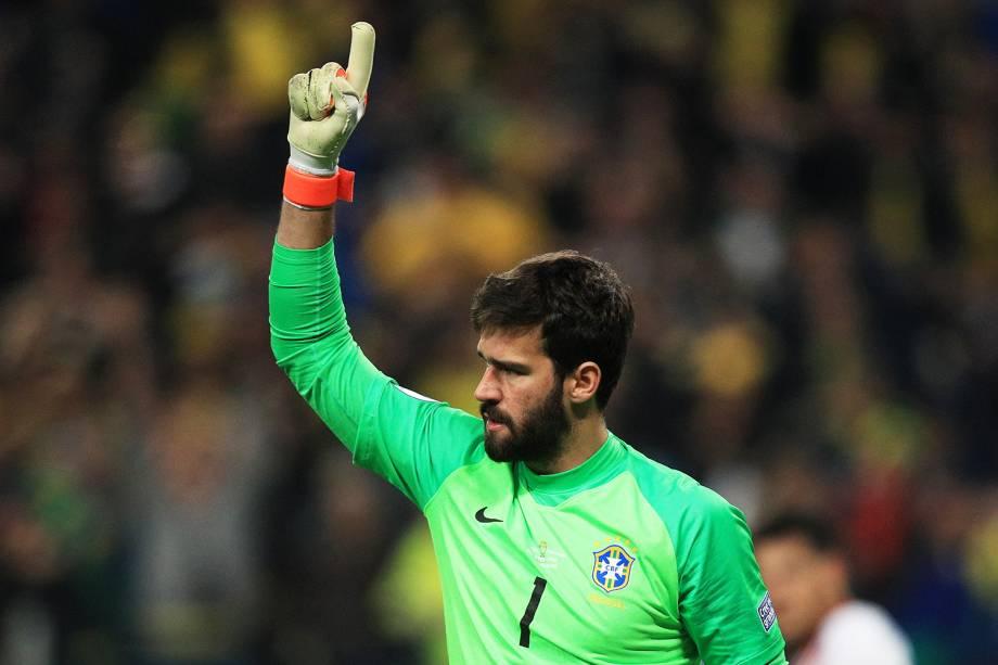 Alisson, goleiro da Seleção Brasileira, comemora após defender pênalti - 27/05/2019