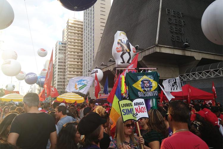 Manifestantes se reúnem na Avenida Paulista, região central de São Paulo (SP), para protestarem contra a reforma da previdência e os cortes de verbas na educação - 14/06/2019