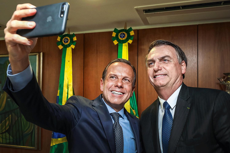 Bolsonaro tenta tirar de Doria a bandeira da vacina