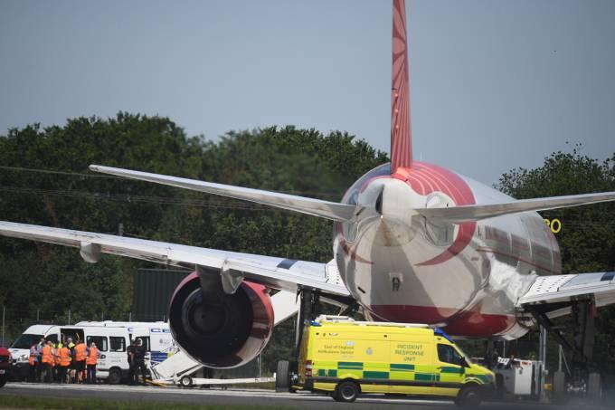 Avião faz pouso forçado em Londres