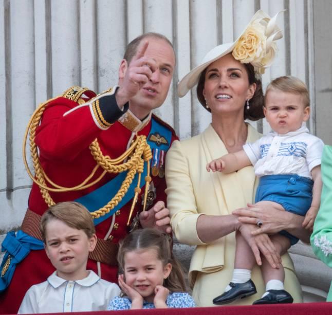 Prince William e Kate Middleton, duque e duquesa Cambridge, acompanham junto com os filhos, George, Charlotte e Louis os desfiles da parada Trooping the Colour, na sacada do Palácio de Buckingham, em Londres - 08/06/2019