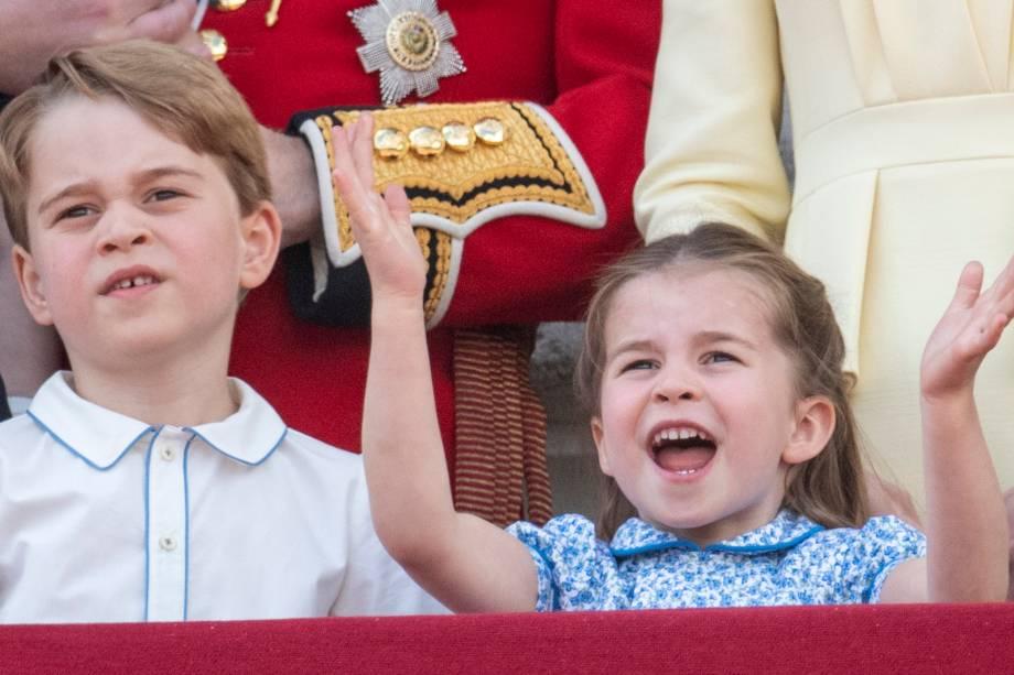 Príncipe George e a princesa Charlotte acompanham exibição de caças durante a parada Trooping the Colour, que celebra o aniversário da rainha Elizabeth II - 08/06/2019