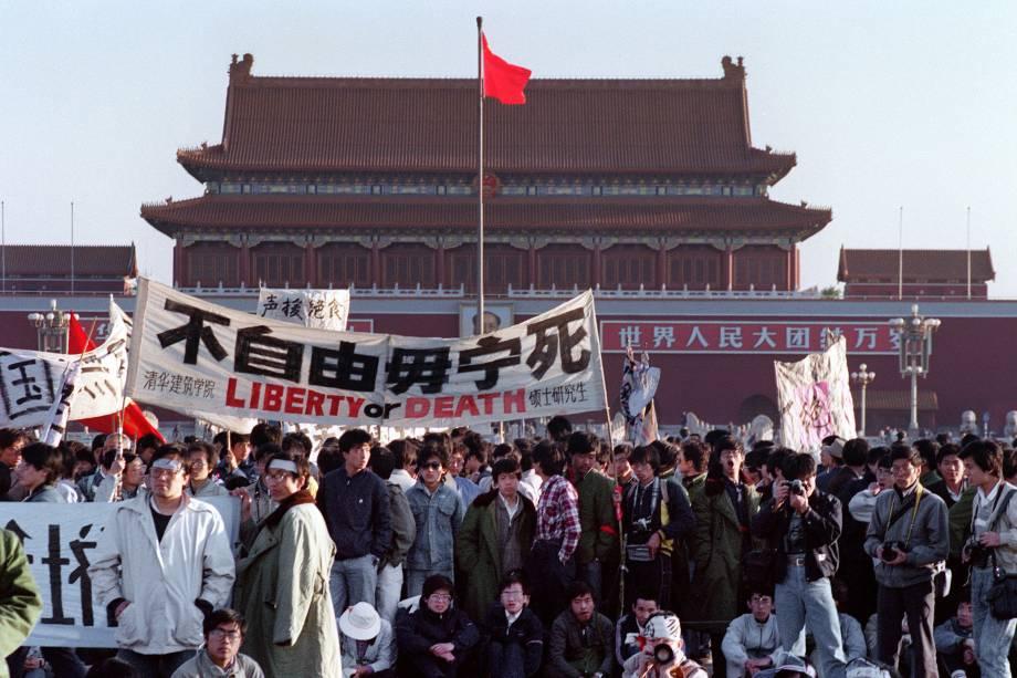 Estudante reunidos na Praça Tiananmen, em Pequim - 14/05/1989