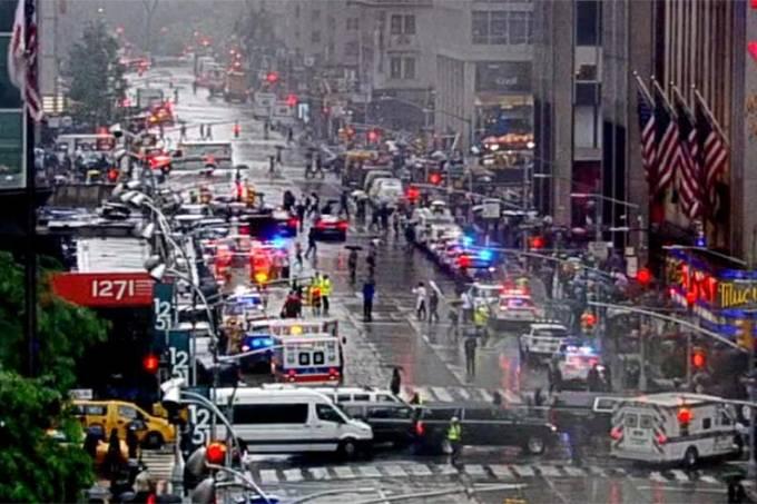 Helicóptero bate em prédio de Manhattan