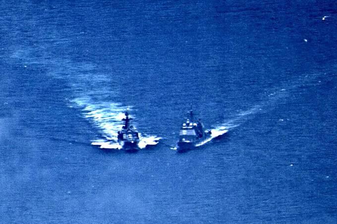 Destróier russo e cruzador americano quase colidem no Pacífico