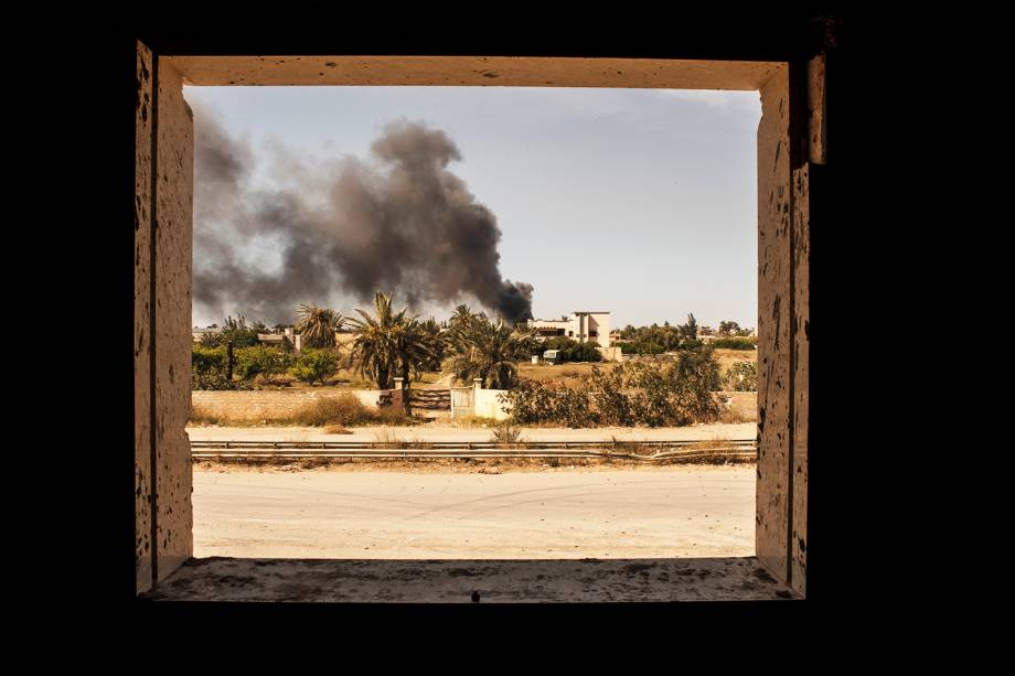 Combatentes do grupo Katiba é visto na cidade de Misurata, na Líbia, durante confronto para retomar o antigo aeroporto internacional da cidade  ocupado pelas forças militares de Khalifa Haftar - 02/05/2019