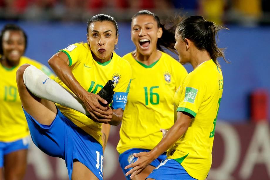 Marta comemora ao marcar gol de pênalti durante partida entre Brasil e Itália, válida pela fase de grupos da Copa do Mundo Feminina - 18/06/2019