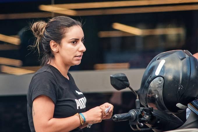 Nathalia, primogênita de Fabrício Queiroz, retoma rotina nas redes ...