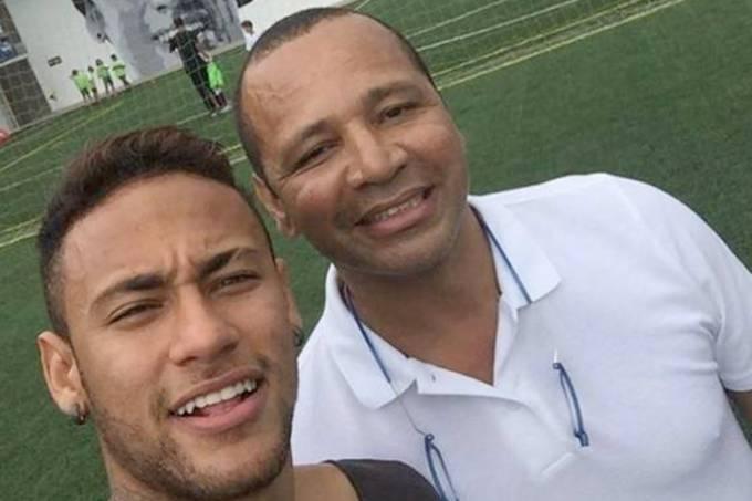Neymar ao lado do seu pai