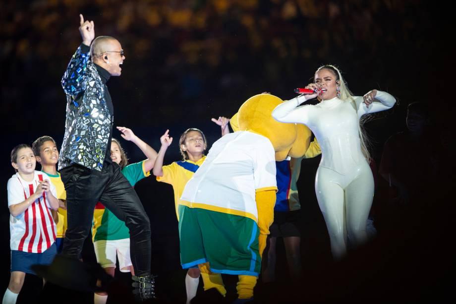 O cantor Léo Santana e a cantora colombiana Karol G se apresentam durante a cerimônia de abertura da Copa América, antes de partida entre Brasil e Bolívia - 14/06/2019