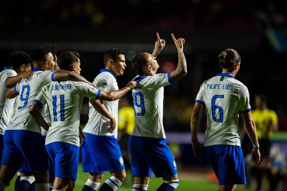 Everton comemora após marcar o terceiro gol da Seleção Brasileira diante da Bolívia, válida pela fase de grupos da Copa América - 14/06/2019