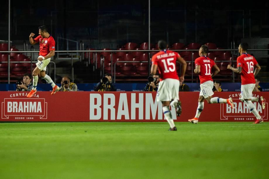 Alexis Sánchez amplia o placar na vitória do Chile sobre o Japão
