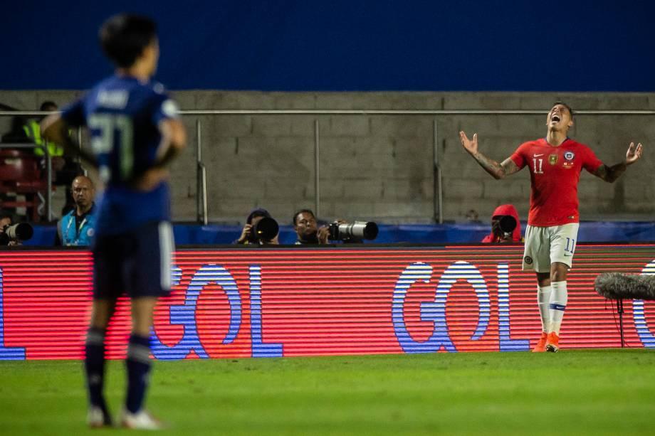 Eduardo Vargas comemora o gol do Chile na vitória sobre o Japão no estádio do Morumbi