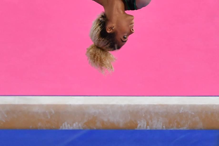 Danusia Francis, da Jamaica, em ação na final da prova de ginástica artística feminina, em Lima