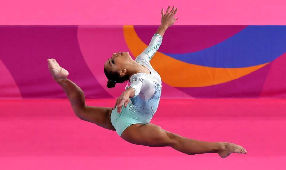Flávia Saraiva, do Brasil, disputando a final de ginástica artística feminina que lhe garantiu a medalha de bronze