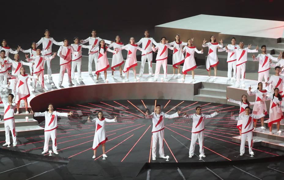 Dançarinos peruanos se apresentam durante a cerimônia de abertura, no Estádio Nacional, em Lima, no Peru